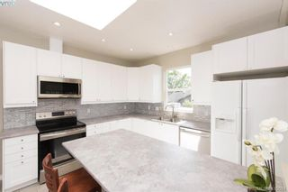Photo 2: 888 Beckwith Ave in VICTORIA: SE Lake Hill House for sale (Saanich East)  : MLS®# 813737