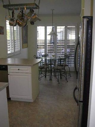 Photo 18: BEAUTIFULLY RENOVATED 3-BR TOWNHOUSE!
