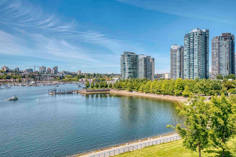 FEATURED LISTING: 705 - 1383 MARINASIDE Crescent Vancouver