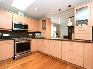 Photo 2: 762 Hill Rise Lane in VICTORIA: SE Cordova Bay Row/Townhouse for sale (Saanich East)  : MLS®# 808277