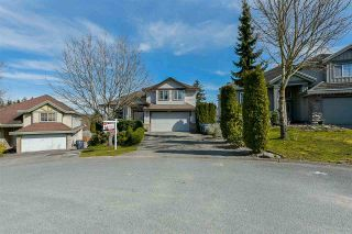 """Photo 3: 7710 145 Street in Surrey: East Newton House for sale in """"East Newton"""" : MLS®# R2563742"""
