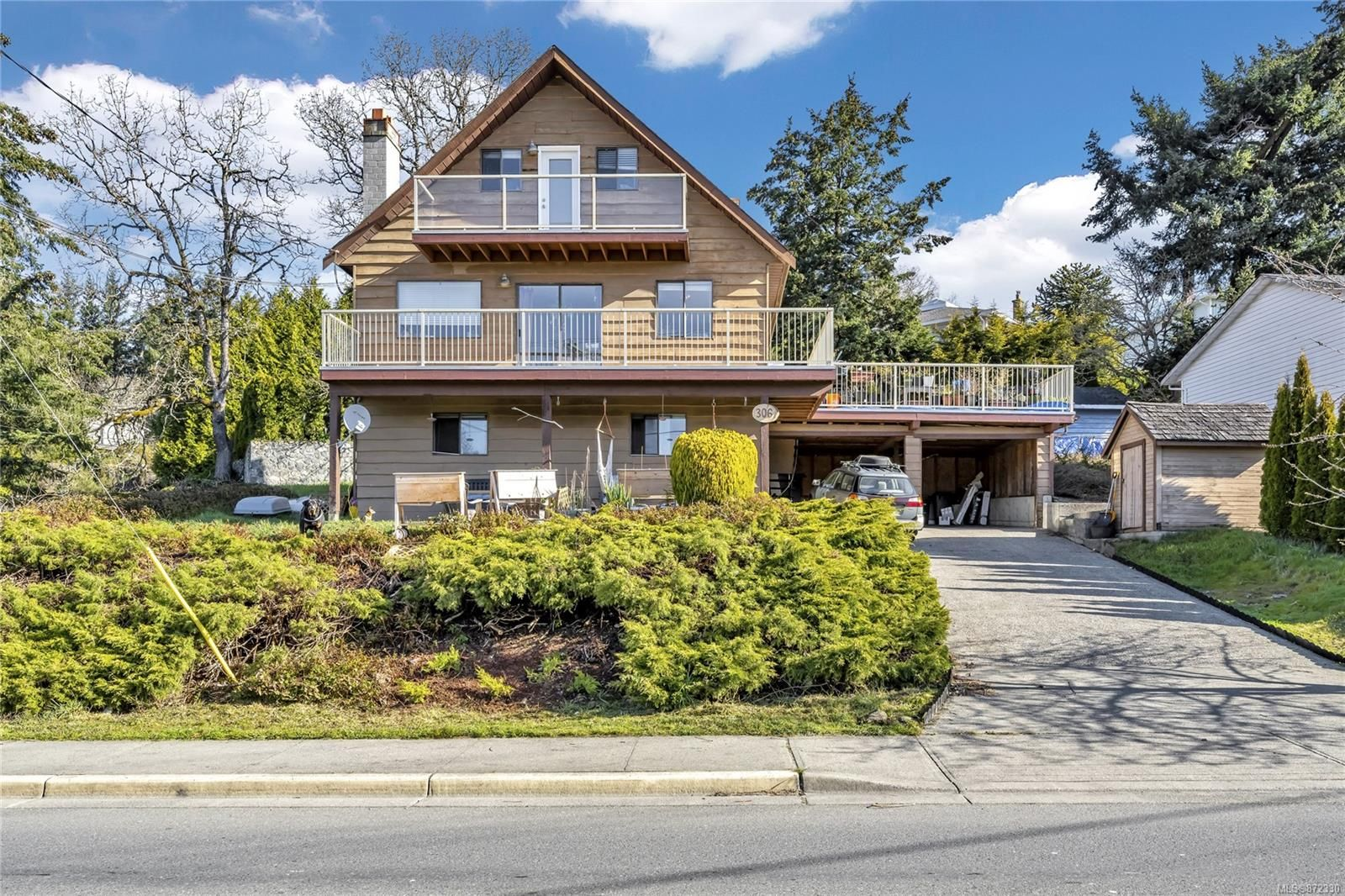 Main Photo: 306 Six Mile Rd in View Royal: VR Six Mile House for sale : MLS®# 872330