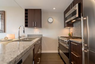 """Photo 6: 910 1708 COLUMBIA Street in Vancouver: False Creek Condo for sale in """"WALL CENTRE FALSE CREEK"""" (Vancouver West)  : MLS®# R2388986"""