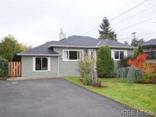 Photo 1: 843 Tulip Ave in VICTORIA: SW Marigold House for sale (Saanich West)  : MLS®# 554188