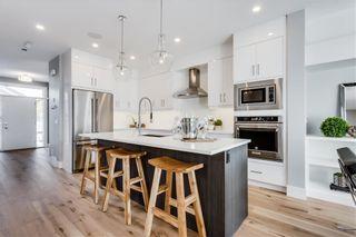 Photo 3: 2113 53 Avenue SW in Calgary: North Glenmore Park Semi Detached for sale : MLS®# C4226346