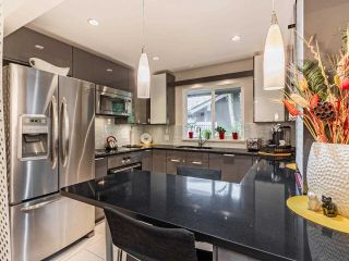 """Photo 2: 9502 WILLOWLEAF Place in Burnaby: Forest Hills BN Townhouse for sale in """"Willowleaf"""" (Burnaby North)  : MLS®# R2588078"""