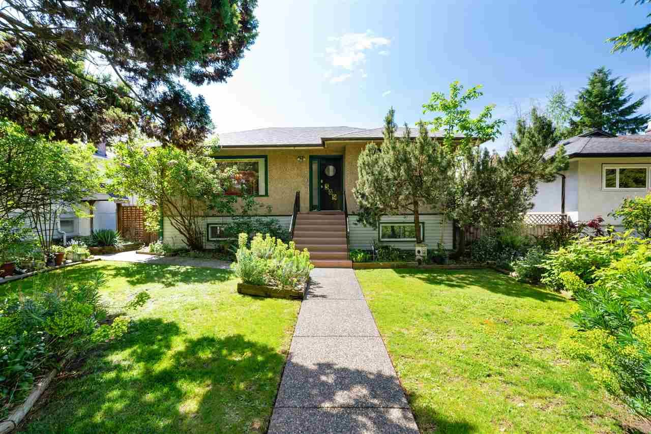 Main Photo: 349 W 18TH Street in North Vancouver: Central Lonsdale House for sale : MLS®# R2581142