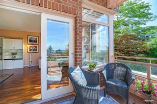 """Photo 10: 304 2271 BELLEVUE Avenue in West Vancouver: Dundarave Condo for sale in """"Rosemont"""" : MLS®# R2618962"""