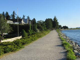 """Photo 8: 2826 MCBRIDE Avenue in Surrey: Crescent Bch Ocean Pk. House for sale in """"Crescent Beach"""" (South Surrey White Rock)  : MLS®# F1404362"""