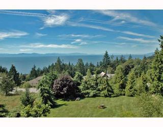 """Photo 1: 387 VERNON Place in Gibsons: Gibsons & Area House for sale in """"ISLANDVIEW ESTATES"""" (Sunshine Coast)  : MLS®# V787669"""