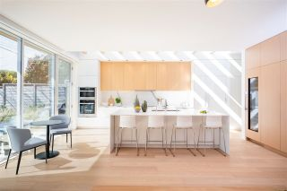 Photo 3: 903 LEOVISTA Avenue in North Vancouver: Edgemont House for sale : MLS®# R2355566