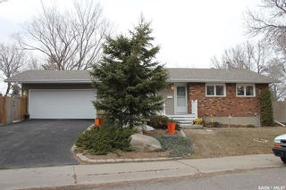 Photo 1: 26 Woodsworth Crescent in Regina: Normanview West Residential for sale : MLS®# SK846664