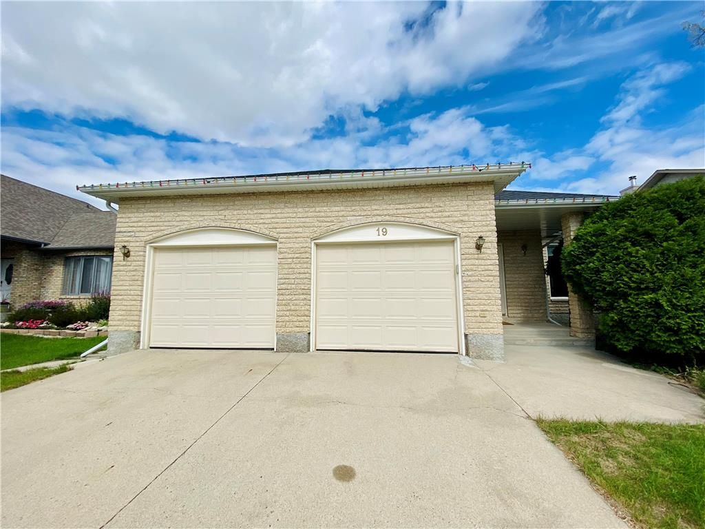 Main Photo: 19 Princemere Road in Winnipeg: Linden Woods Residential for sale (1M)  : MLS®# 202122066