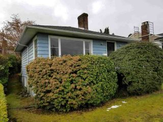 """Photo 2: 3960 EDINBURGH Street in Burnaby: Vancouver Heights House for sale in """"Capital Hill"""" (Burnaby North)  : MLS®# R2244620"""