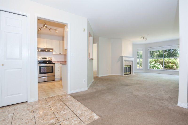 "Photo 7: Photos: 113 7171 121 Street in Surrey: West Newton Condo for sale in ""Highlands"" : MLS®# R2102553"