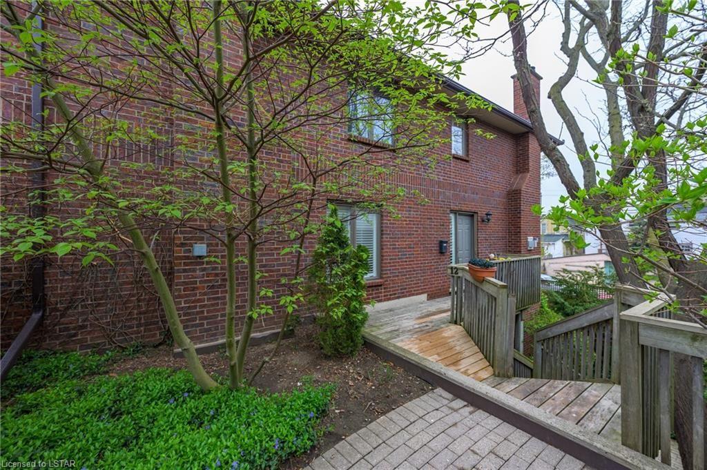Main Photo: 12 152 ALBERT Street in London: East F Residential for sale (East)  : MLS®# 40105974
