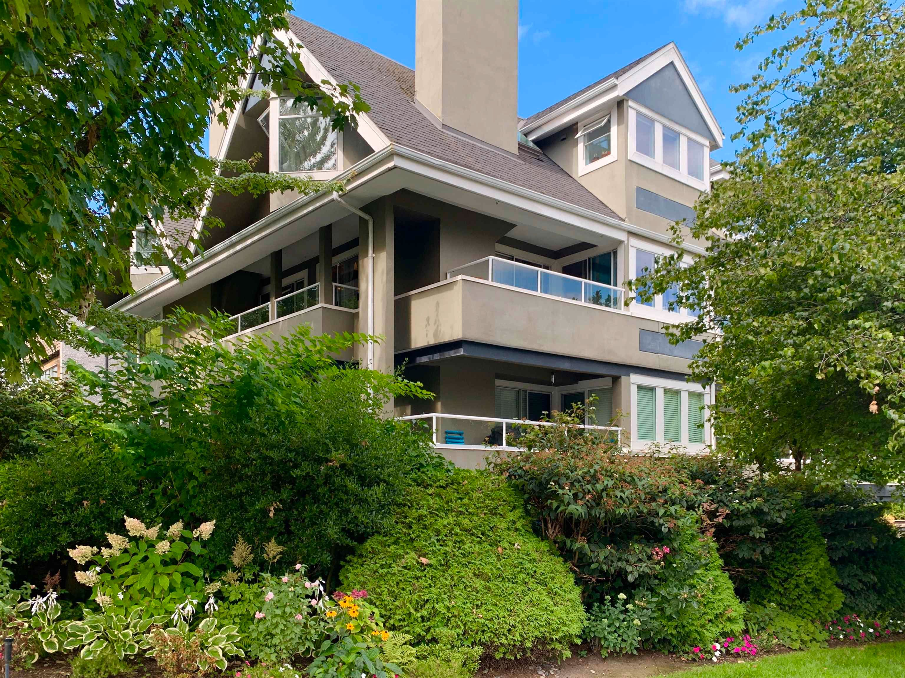 """Main Photo: 304 1665 ARBUTUS Street in Vancouver: Kitsilano Condo for sale in """"The Beaches"""" (Vancouver West)  : MLS®# R2612663"""
