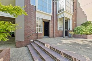 """Photo 2: 826 W 7TH Avenue in Vancouver: Fairview VW Townhouse for sale in """"Casa Del Arroyo"""" (Vancouver West)  : MLS®# R2606871"""