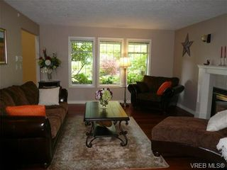 Photo 2: 885 Maltwood Terr in VICTORIA: SE Broadmead House for sale (Saanich East)  : MLS®# 711299