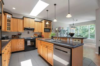 Photo 8: 260 Stratford Dr in : CR Campbell River Central House for sale (Campbell River)  : MLS®# 880110