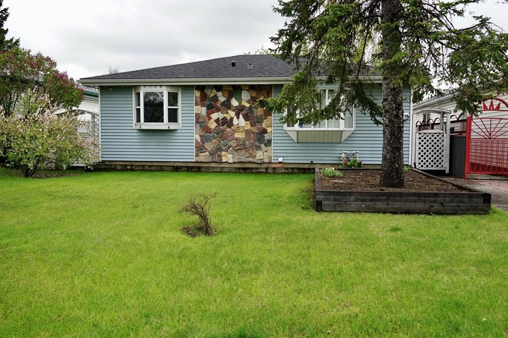 Main Photo: 3434 30A Avenue SE in Calgary: Dover Detached for sale : MLS®# A1111943