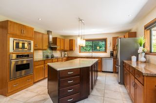 """Photo 10: 2683 NORTHCREST Drive in Surrey: Sunnyside Park Surrey House for sale in """"Woodshire Park"""" (South Surrey White Rock)  : MLS®# R2185453"""