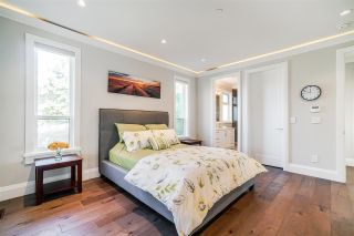 """Photo 15: 1551 ARCHIBALD Road: White Rock House for sale in """"West White Rock"""" (South Surrey White Rock)  : MLS®# R2584114"""