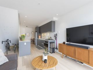 """Photo 6: 312 1647 E PENDER Street in Vancouver: Hastings Townhouse for sale in """"The Oxley"""" (Vancouver East)  : MLS®# R2555021"""