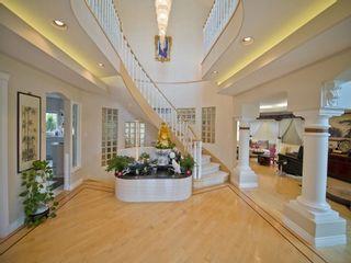 Photo 2: 223 Wilson Lane in Edmonton: Zone 22 House for sale : MLS®# E4220385