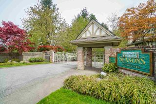 """Photo 1: 25 5221 OAKMOUNT Crescent in Burnaby: Oaklands Townhouse for sale in """"SEASONS BY THE LAKE"""" (Burnaby South)  : MLS®# R2573570"""