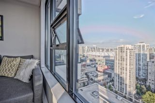 "Photo 6: 2707 977 MAINLAND Street in Vancouver: Yaletown Condo for sale in ""YALETOWN PARK 3"" (Vancouver West)  : MLS®# R2403186"
