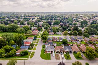 Photo 5: 269 S Central Park Boulevard in Oshawa: Donevan Freehold for sale