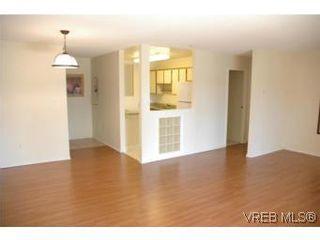 Photo 7: 402 4030 Quadra St in VICTORIA: SE High Quadra Condo for sale (Saanich East)  : MLS®# 510575