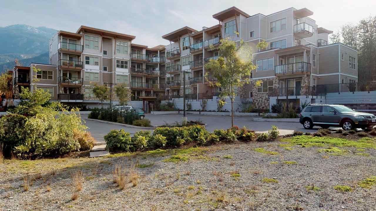 """Main Photo: 405 1150 BAILEY Street in Squamish: Downtown SQ Condo for sale in """"ParkHouse"""" : MLS®# R2481803"""