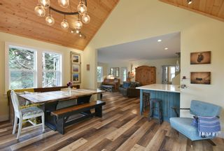 Photo 10: 256 KNIGHT Road in Gibsons: Gibsons & Area House for sale (Sunshine Coast)  : MLS®# R2600569