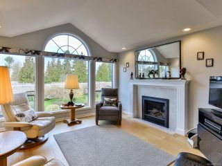 Photo 3: 30 529 Johnstone Rd in FRENCH CREEK: PQ French Creek Row/Townhouse for sale (Parksville/Qualicum)  : MLS®# 805223