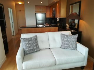 """Photo 5: The Sterling: 1806 1050 SMITHE STREET in West End - Vancouver: Number of Units: 129 Condo for sale in """"THE STERLING"""" (Vancouver West)  : MLS®# R2293269"""
