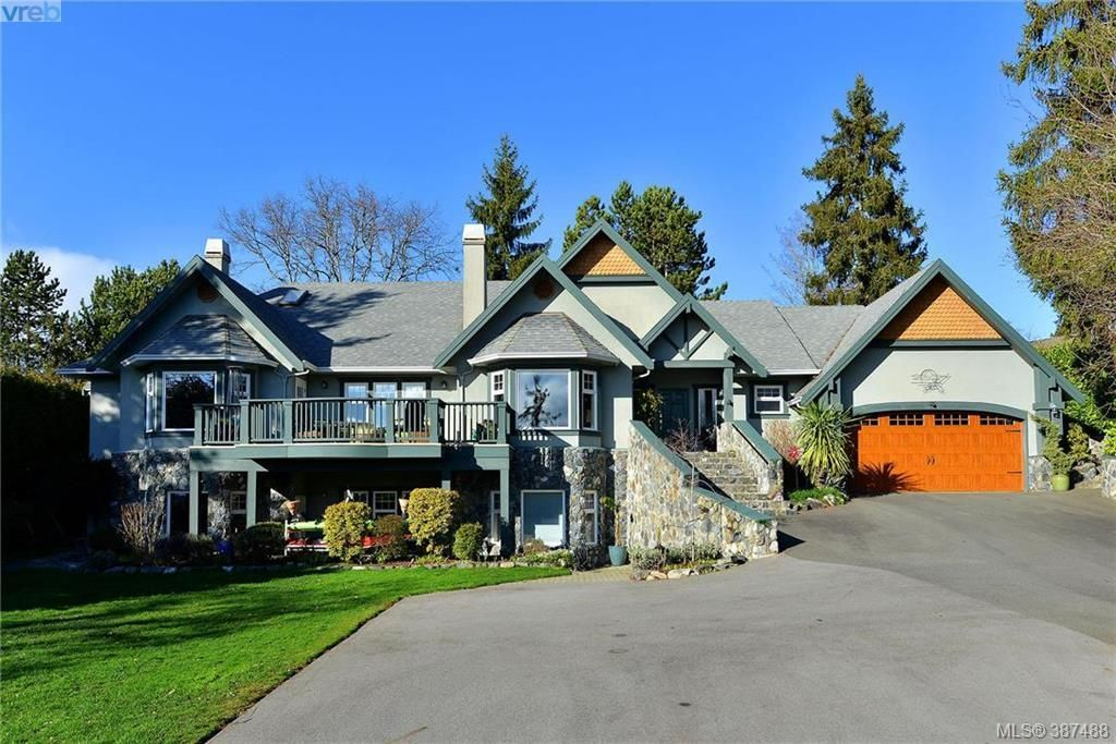 Main Photo: 814 Royal Oak Ave in VICTORIA: SE Broadmead House for sale (Saanich East)  : MLS®# 778638