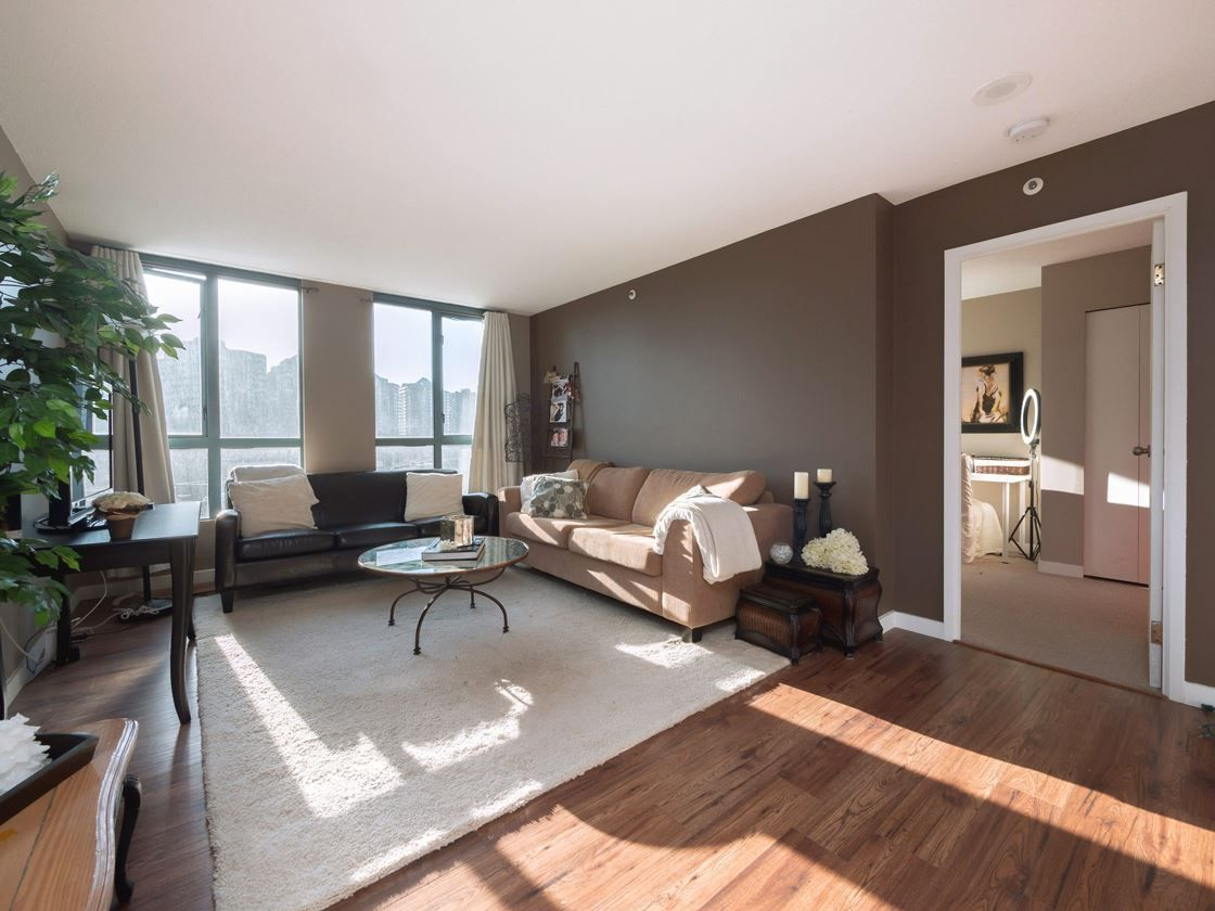"""Main Photo: 204 55 TENTH Street in New Westminster: Downtown NW Condo for sale in """"WESTMINSTER TOWERS"""" : MLS®# R2239585"""
