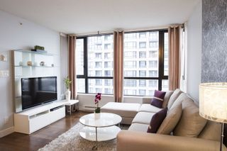 """Photo 10: 2604 977 MAINLAND Street in Vancouver: Yaletown Condo for sale in """"YALETOWN PARK III"""" (Vancouver West)  : MLS®# R2122379"""