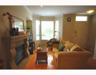 Photo 2: 489 W 46TH Avenue in Vancouver: Oakridge VW Townhouse for sale (Vancouver West)  : MLS®# V769159