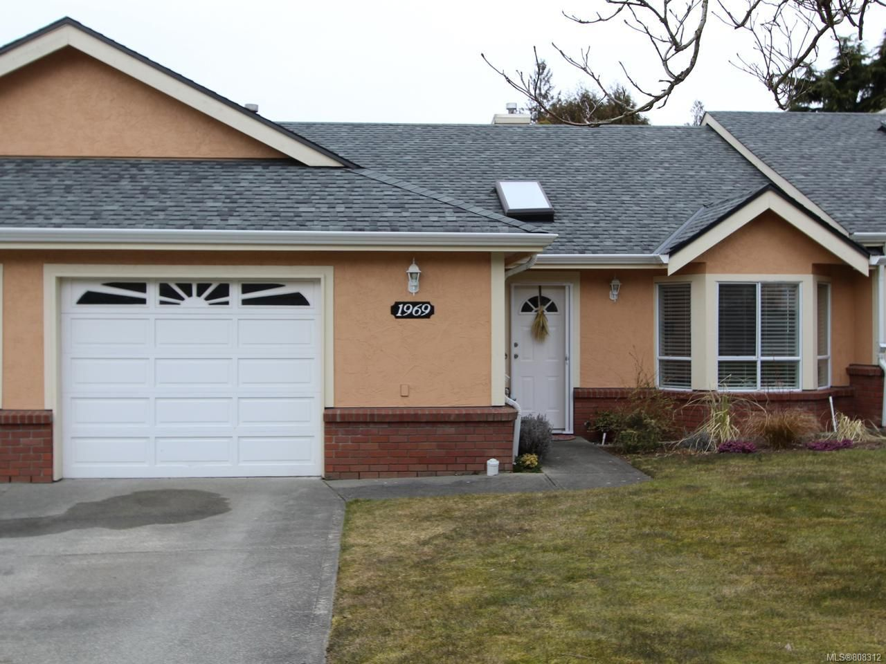 Main Photo: 1969 Bunker Hill Dr in NANAIMO: Na Departure Bay Row/Townhouse for sale (Nanaimo)  : MLS®# 808312