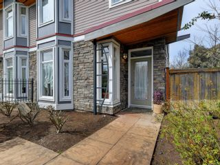 Photo 21: 102 1510 Hillside Ave in Victoria: Vi Oaklands Row/Townhouse for sale : MLS®# 874175