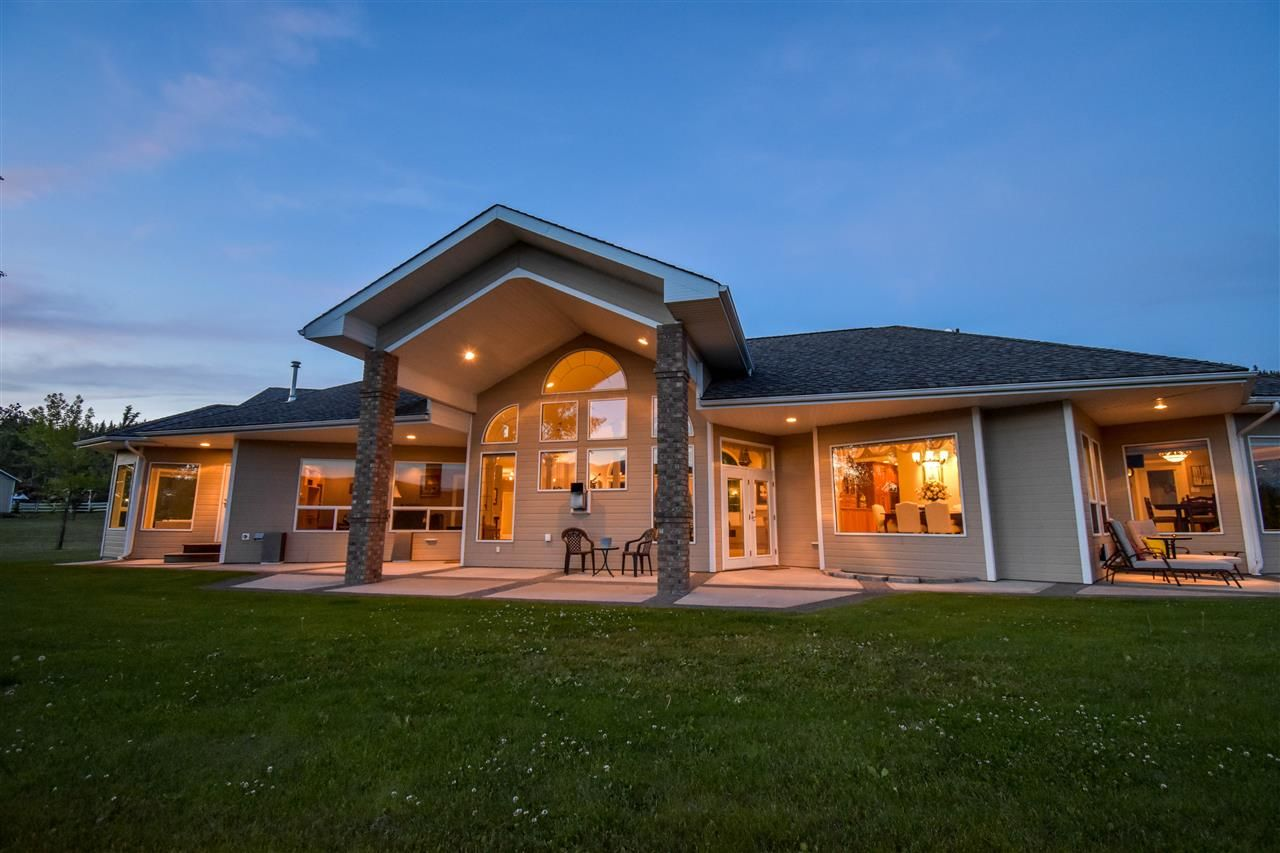 Main Photo: 561 S VIEWMOUNT Road in Smithers: Smithers - Rural House for sale (Smithers And Area (Zone 54))  : MLS®# R2268715