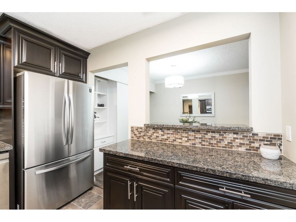 """Photo 6: Photos: 113 33400 BOURQUIN Place in Abbotsford: Central Abbotsford Condo for sale in """"Bakerview Place"""" : MLS®# R2523982"""
