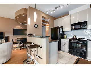 """Photo 5: 601 160 E 13TH Street in North Vancouver: Central Lonsdale Condo for sale in """"THE GRANDE"""" : MLS®# V1027451"""