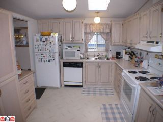 """Photo 5: 41 24330 FRASER Highway in Langley: Otter District Manufactured Home for sale in """"LANGLEY GROVE ESTATES"""" : MLS®# F1107918"""