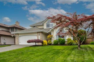 """Photo 2: 8452 214A Street in Langley: Walnut Grove House for sale in """"Forest Hills"""" : MLS®# R2584256"""