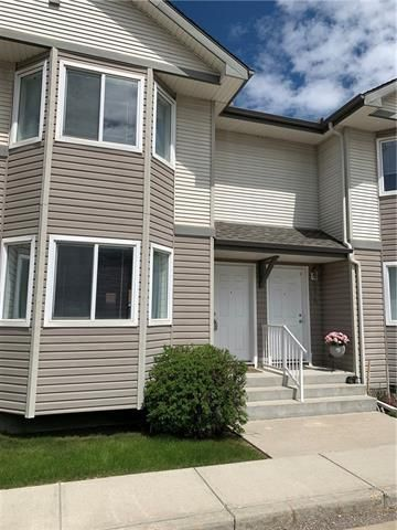 Main Photo: 16 ROYAL BIRCH Villa NW in Calgary: Royal Oak Row/Townhouse for sale : MLS®# C4302365