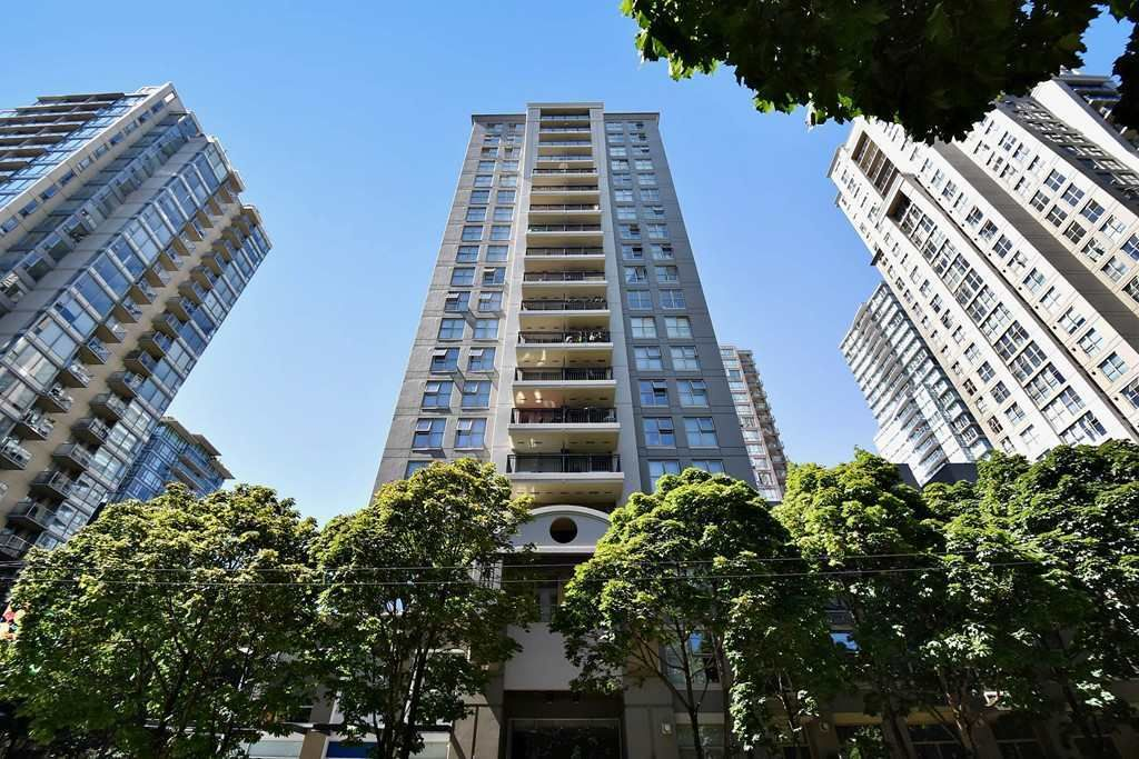 """Main Photo: 803 989 RICHARDS Street in Vancouver: Downtown VW Condo for sale in """"MONDRIAN"""" (Vancouver West)  : MLS®# R2175758"""